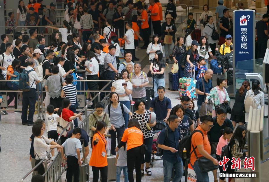 高铁九龙站客流量首次突破8万人次创新高
