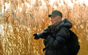 """一节一展:为了白天鹅 一位老摄影家""""特殊守望""""20年"""
