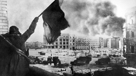 荧幕回眸 兵临城下:德军从督战队手中救出苏军逃兵