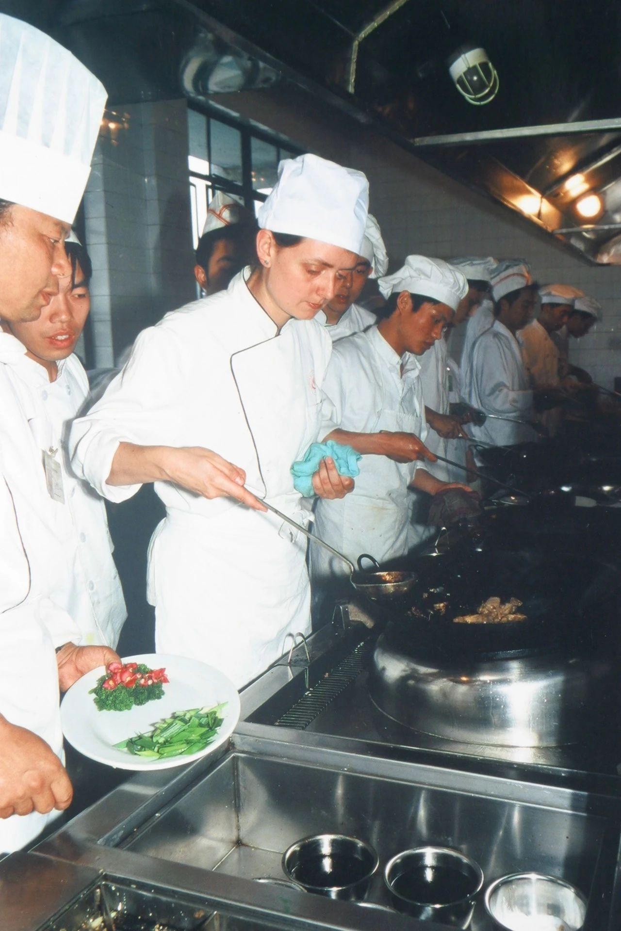 扶霞在四川烹饪高等专科学校学厨