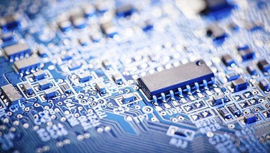 美媒诬称中方植入产品芯片窃取信息, 外交部做出回应