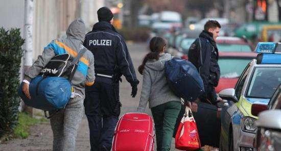 意大利威胁拒收德难民包机 两国难民协议或生变