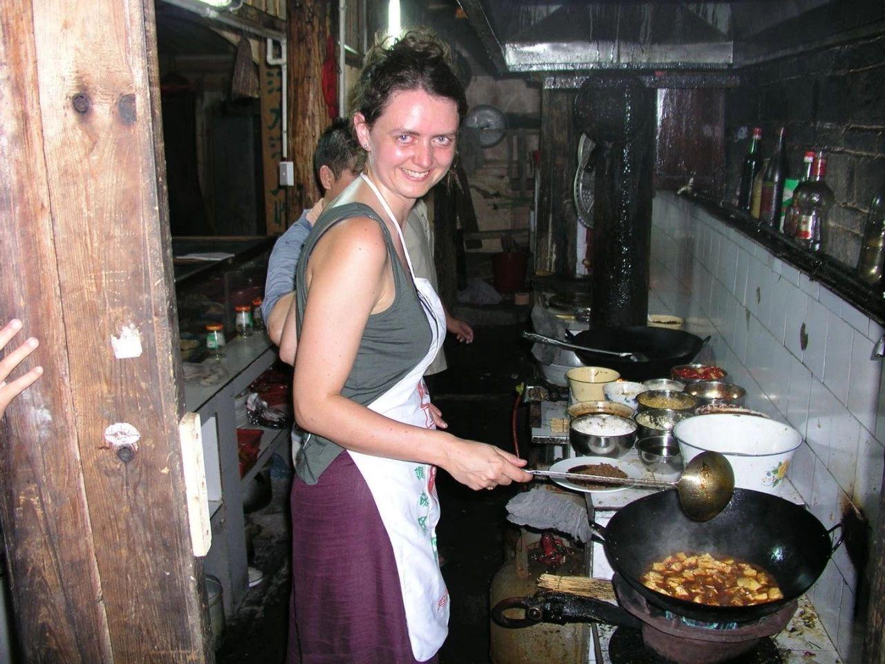 扶霞在湖南农村做麻婆豆腐