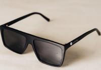 戴上这眼镜大多数屏幕就变黑了 iPhoneX系列暂除