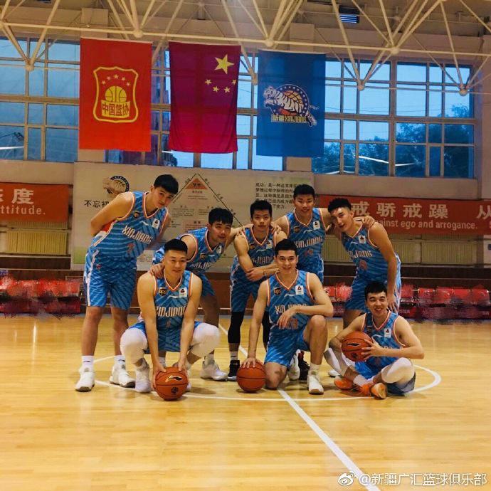 新疆男篮晒新赛季球员定妆照 阿不都身披23号亮相