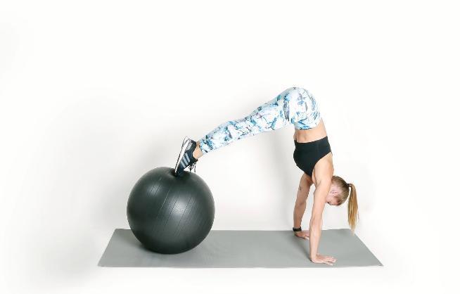 借助健身球 6项训练缓解和预防下背疼痛