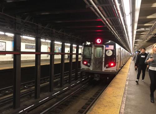 纽约大学一名中国留学生近日跳下地铁L线第一大道(First Ave.)轨道,被列车撞击,当场身亡。(美国《世界日报》/张筠 摄)