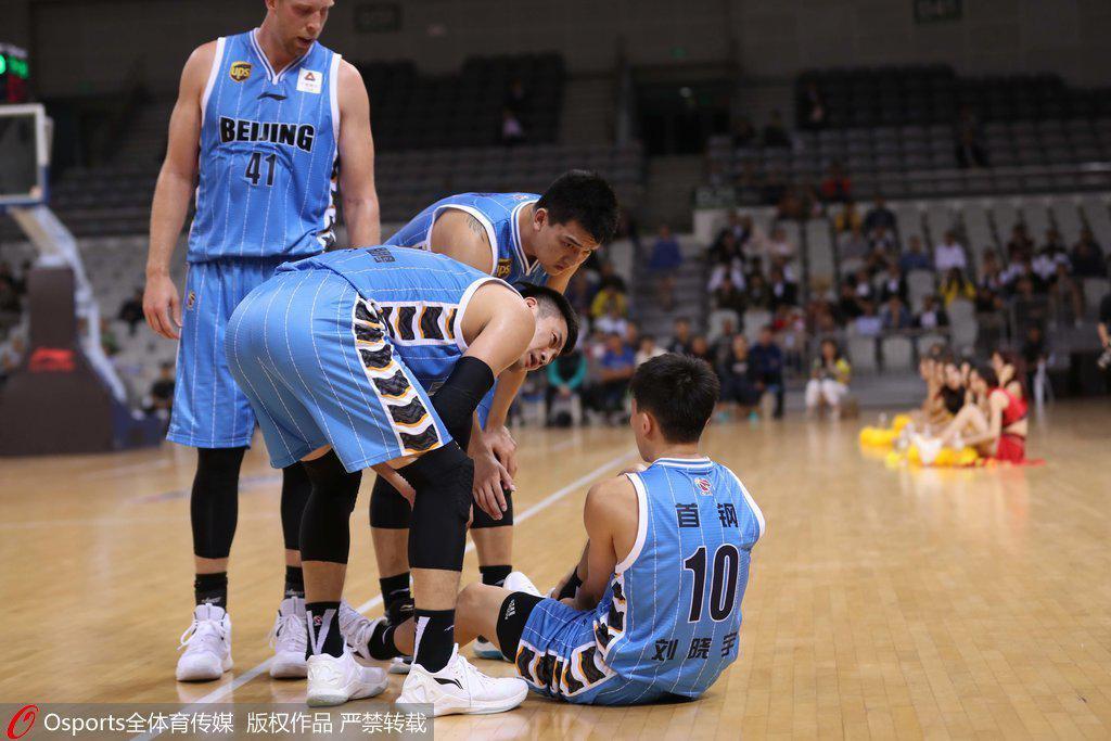 伤病又来了!刘晓宇崴脚 好在初步诊断并不太严重