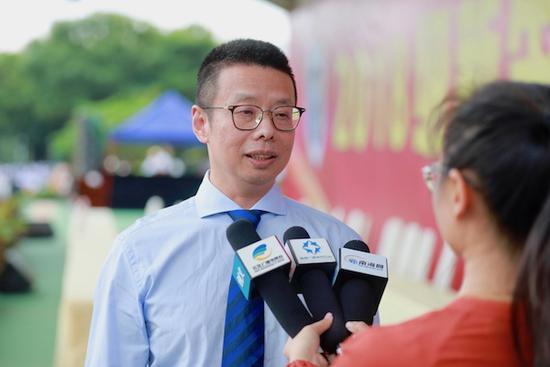 陆丹校长接受省市媒体采访