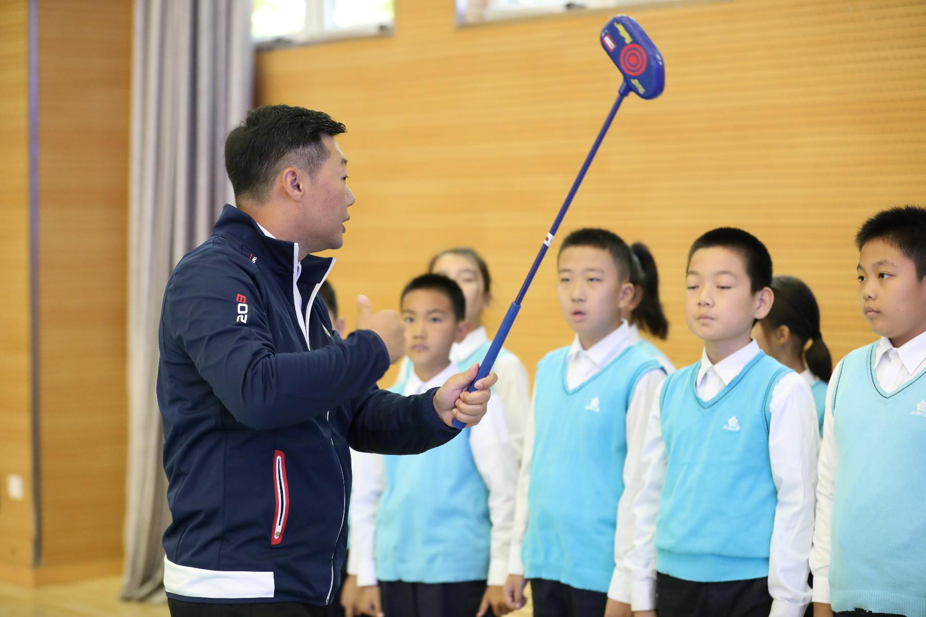 高尔夫体育课拉开中高协校园高尔夫发展计划序幕