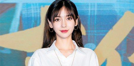 Angelababy空气刘海似少女 白衬衫清纯可人
