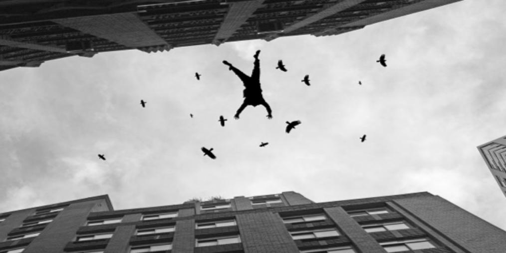 15个月大男童从高楼坠下 当场身亡