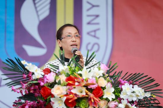 教师代表管理学院院长王丹发言