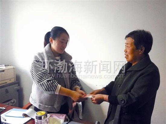 唐山:66岁失独母亲十年坚持爱心捐款
