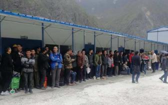 金沙江堰塞湖下游,四川甘孜州万名涉险群众已全部安全撤离!