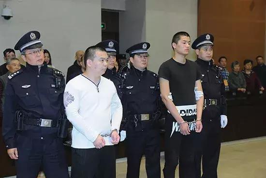 南京交警被拖行致死案一审宣判 1名被告人被判死缓