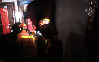 遂宁一家三口食物中毒被困家中消防破门而入紧急送医