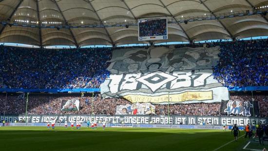 球市火爆!德乙俱乐部场均上座超5万 这才是真球迷?