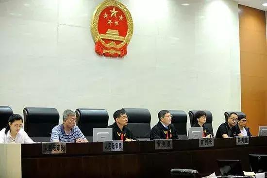 △7月31日,南京市中级人民法院在第二法庭开庭审理此案。