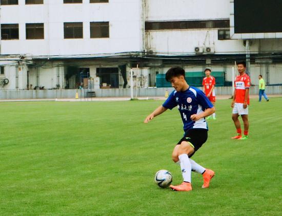 肖鲲:去面试中乙球队遭家人反对 爸妈觉得踢球不稳定