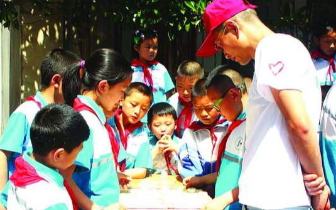 17名视障少年畅游儿童公园 整场活动秩序井然