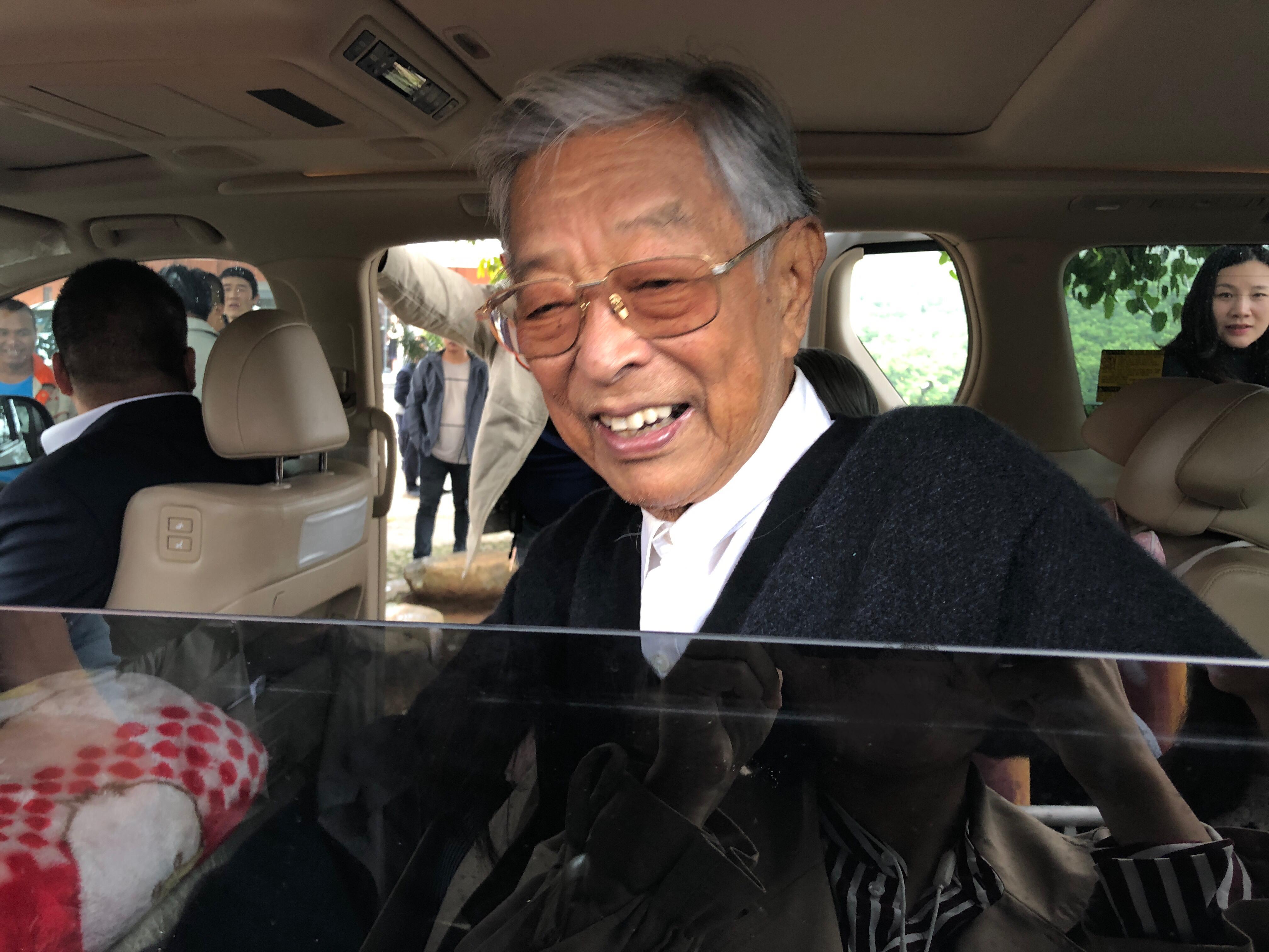 90岁褚时健给民营企业打气:要相信有办法克服困难