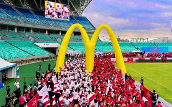 """麦当劳""""为爱麦跑""""五周年福州开跑 全国14城逾四万人"""