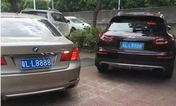 """众泰变身保时捷还套牌""""粤LL8888"""" 被惠州交警查获"""