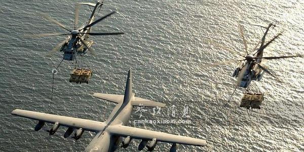 高难度!美直升机吊运悍马还空中加油
