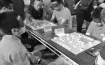 """关爱盲人 交换""""视""""界 鼓楼区举行盲棋挑战赛"""