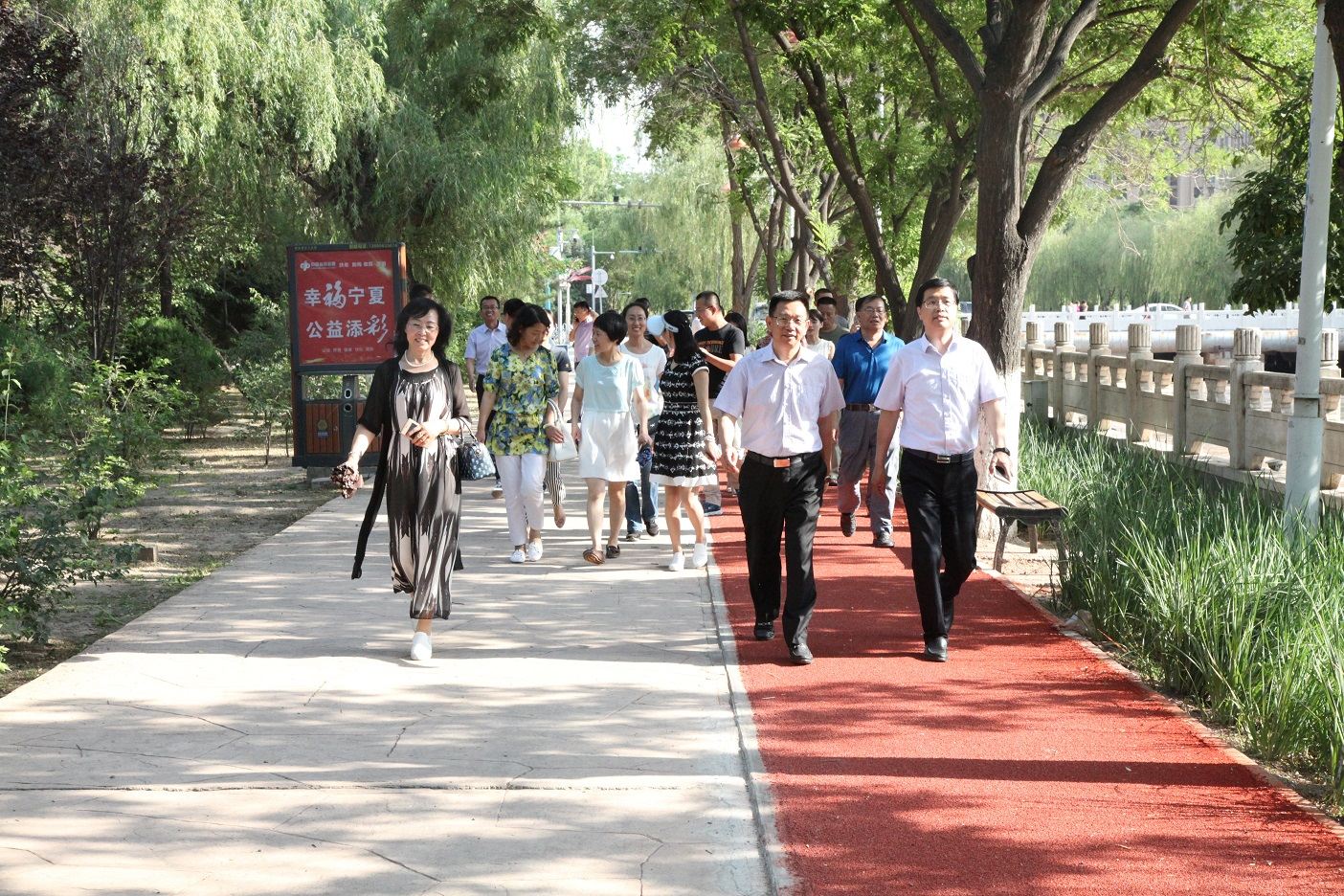健步走|千名中老年人健步走庆重阳节