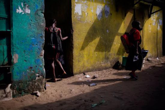 美在非洲的慈善女校竟是性侵魔窟 1/4女生被强奸