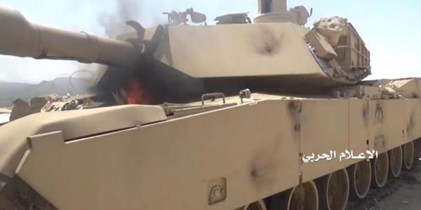 沙特又一辆M1坦克被游击队缴获点燃
