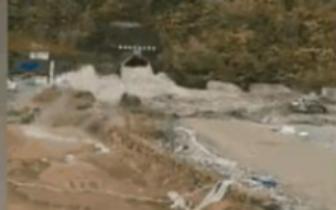 成昆高铁隧洞打穿地下河山洪涌出?警方:以前的