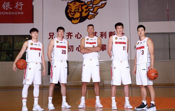2018-2019赛季CBA联赛:广东男篮官方写真