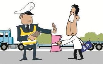 """安陆游子准备""""3个一""""送礼 民警当场批评感动不已"""