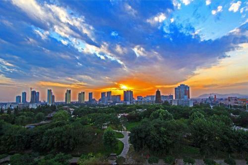 唐山与中国中铁股份有限公司签署战略合作协议