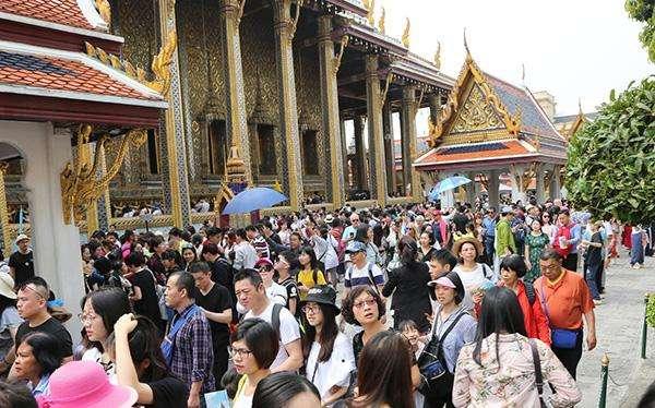 泰国拟向中国游客实行免签 以解决游客减少问题