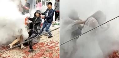 """又现""""婚闹"""" 秦皇岛一对新人遭灭火器狂喷"""