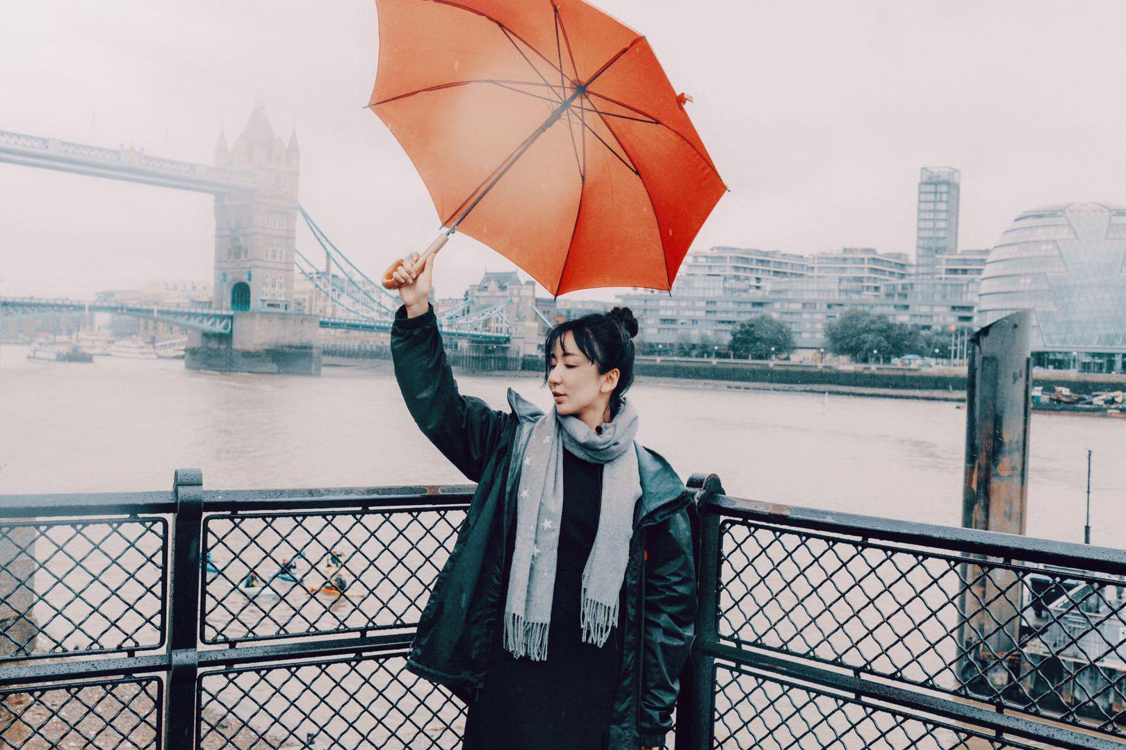 """娄艺潇探访《剧院魅影》后台 拍摄复古大片遭""""意外"""""""