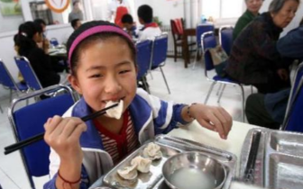 明年青岛实现校校有食堂 食谱要提前一周制定