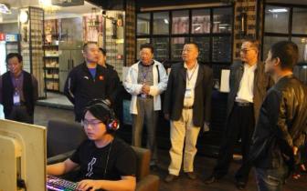"""安陆市""""五老""""监督员  助力网吧市场监管的环境"""