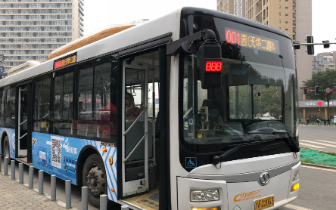 新一批定制巴士上线近两周 早高峰平均上座率达80