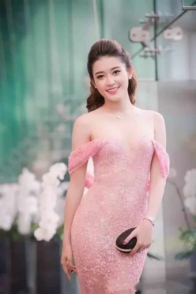 """越南最美""""小姐冠军"""",倾国倾城,网友:是时候进攻越南了"""