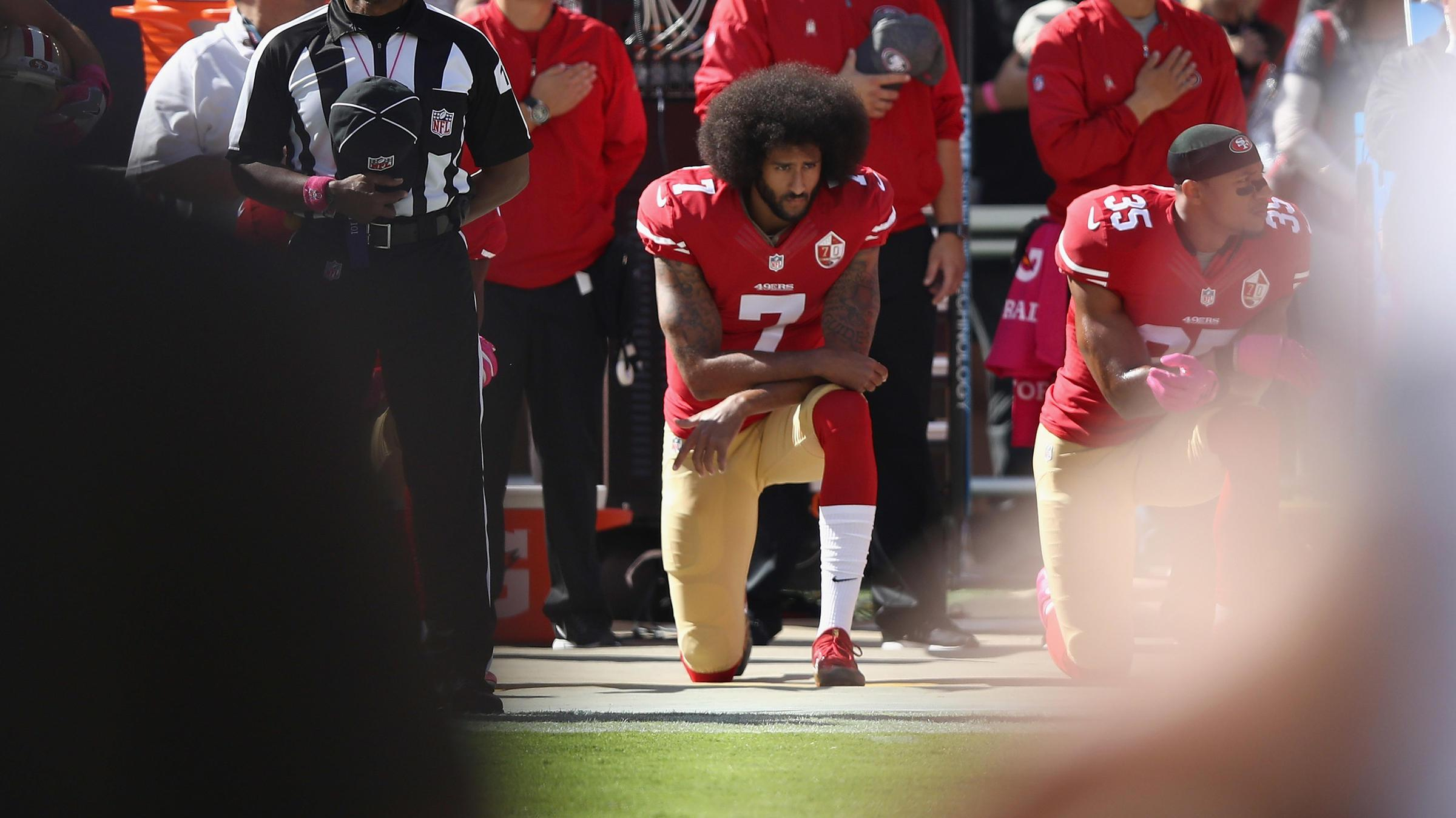 库里和格林都忍不了…难唱到炸的美国国歌,在体育场里导演无数车祸现场