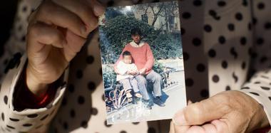 男子8岁时被拐卖 25年后在监狱与母亲重逢