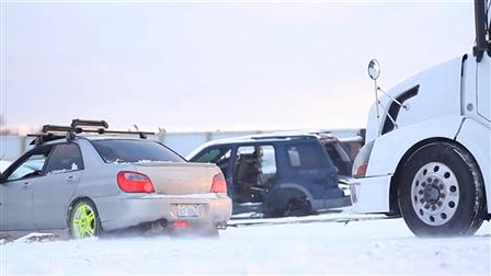斯巴鲁轿车冰雪拉重卡机头