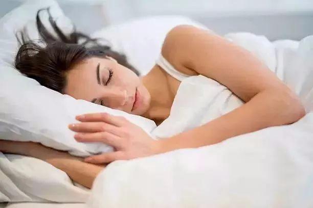 床单一周不洗到底有多脏?看完吓一跳