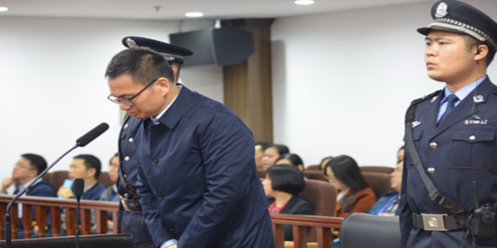 娄底市中心医院原院长肖扬受贿案一审开庭