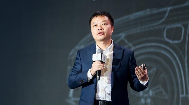 何小鹏:发展智能汽车需四个轮子加两个引擎
